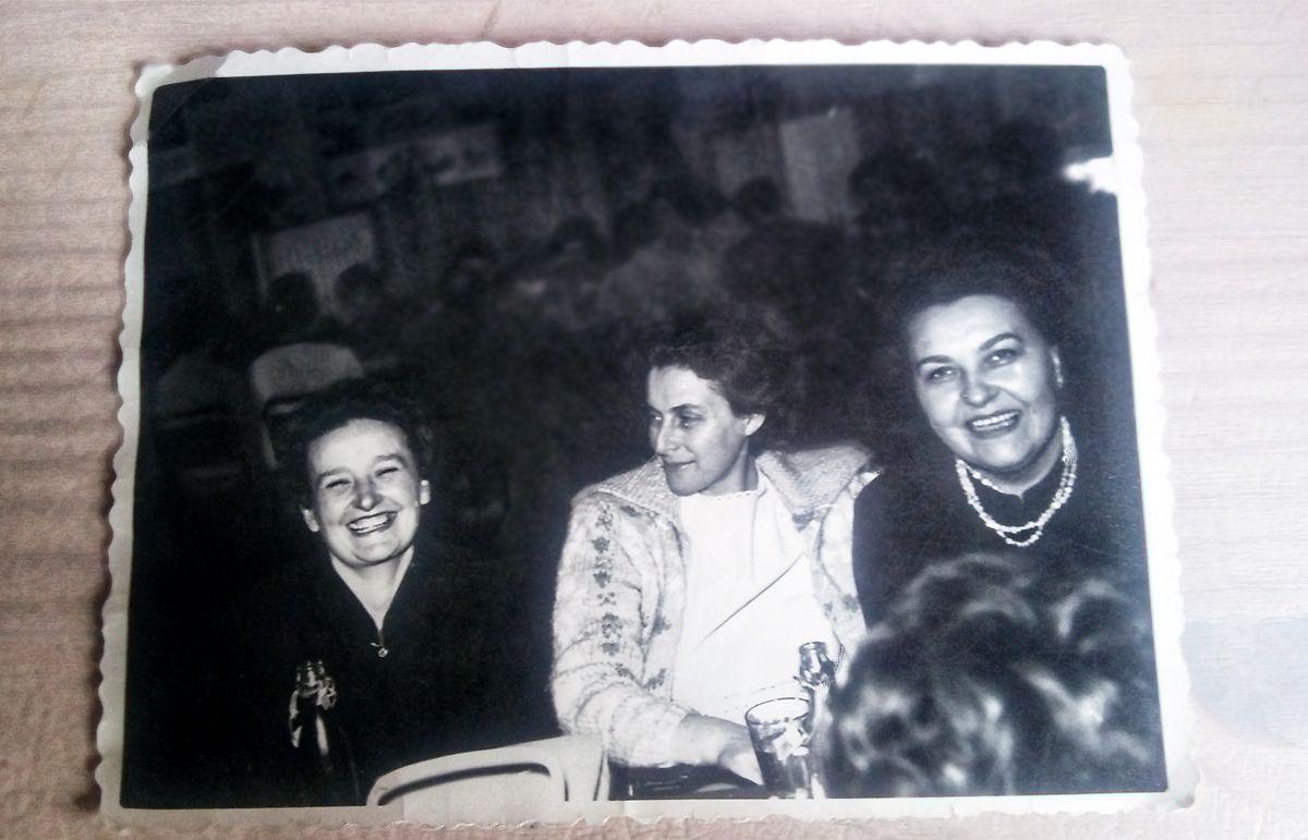 moja mama je upravo umrla, a otac se izlaziusporedite radioaktivno datiranje i relativno datiranje